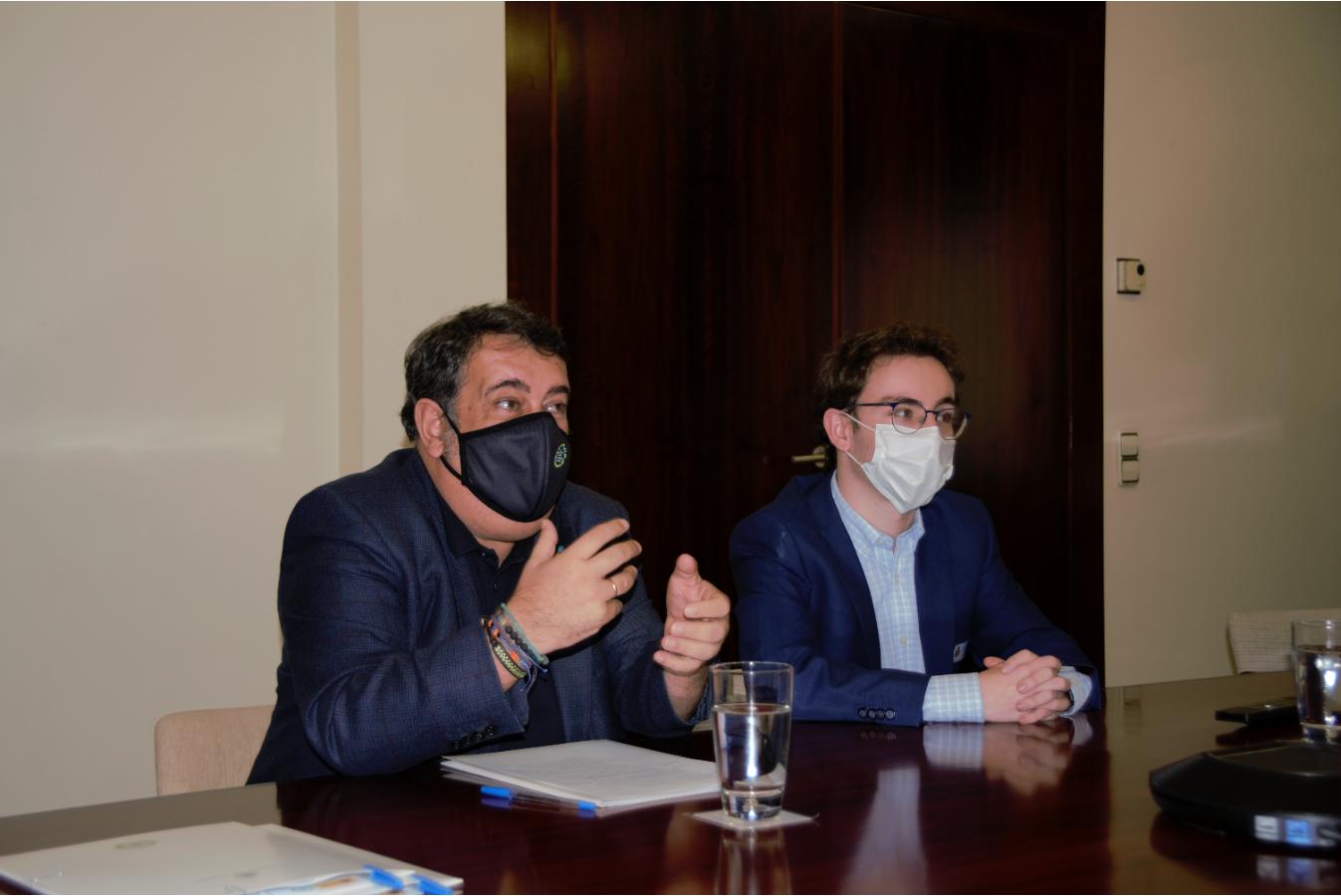 El alto comisionado, Ernesto Gasco, y el presidente de la Plataforma de Infancia, Carles López