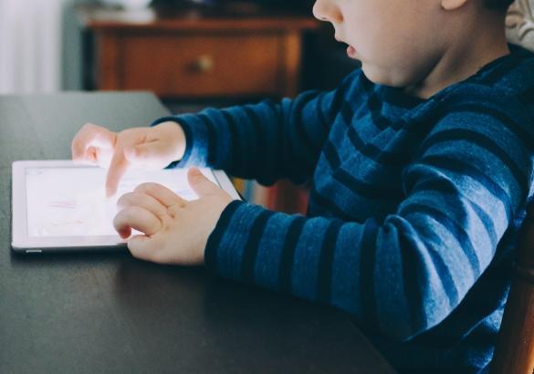 Brecha digital, pobreza infantil, Alto Comisionado, educación