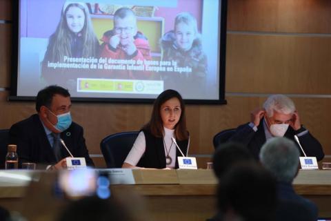 El alto comisionado contra la pobreza infantil, la ministra de Derechos Sociales y el presidente de Unicef